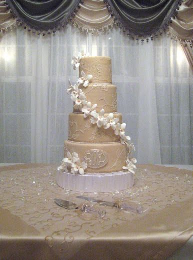 Gorgeous Champagne Ivory Wedding Cake Love The Color