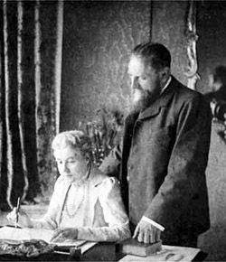 Annie Besant Left And C W Leadbeater London 1901 During