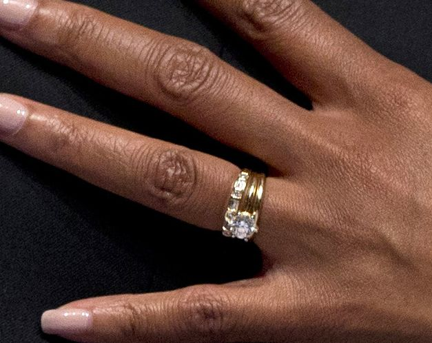 what does michelle obama wedding ring looks like michelle obama wedding ring was made of gold and it has unique carving - Obama Wedding Ring