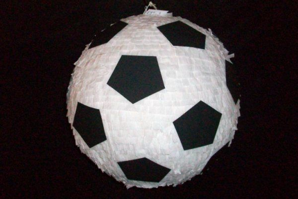 soccer pinatas foot pinterest la fete vivre et f tes. Black Bedroom Furniture Sets. Home Design Ideas