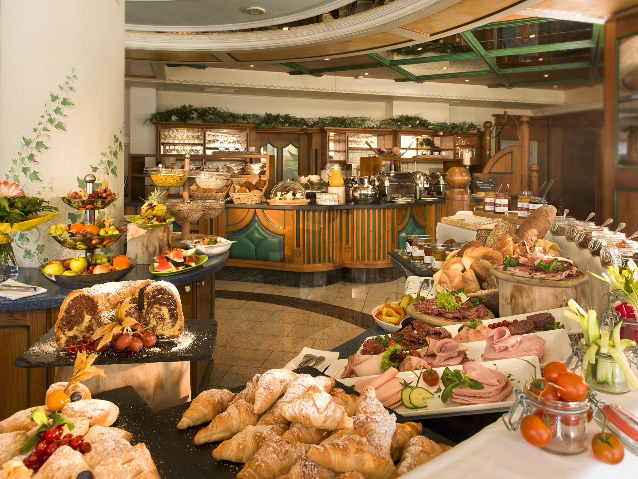 Unser Frühstücksbüffet mit 136 verschiedenen Produkten