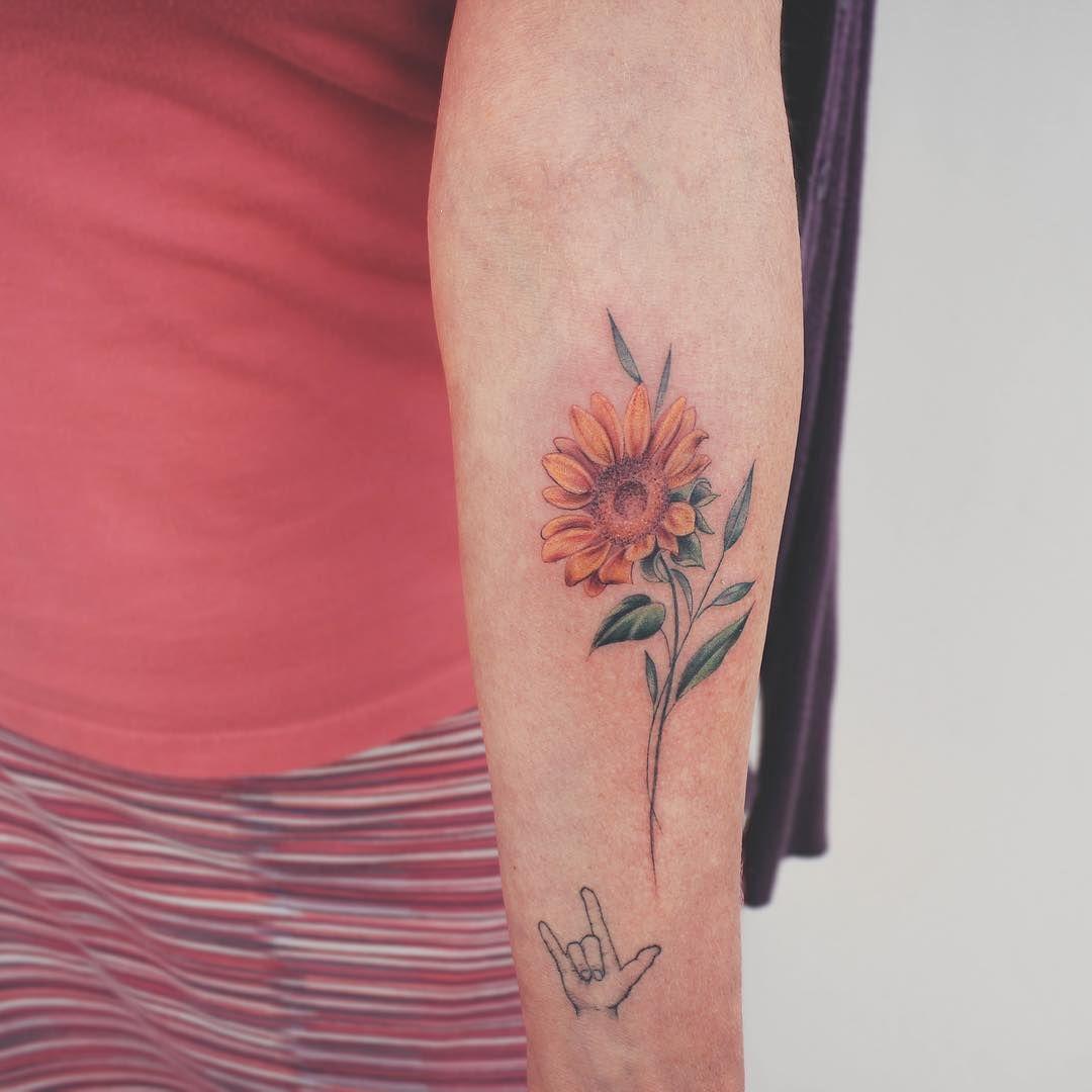 Minimalist sunflower tattoo | Neck tattoo, Tattoos ...