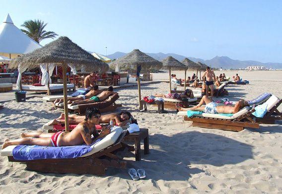 Playa Del Gurugú El Grao De Castellón Sombrillas Y Hamacas En La Playa Grao De Castellon Castellon Fotos