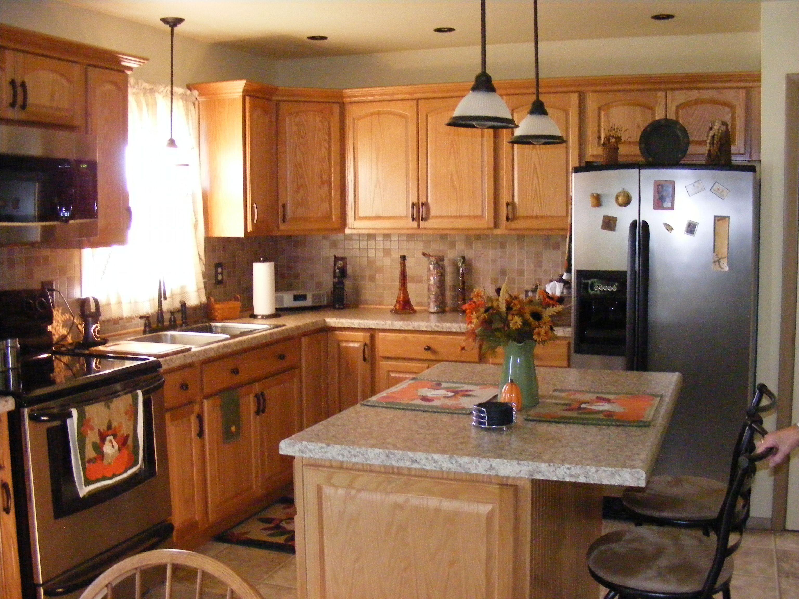Golden oak kitchen, tile backsplash, warm colors