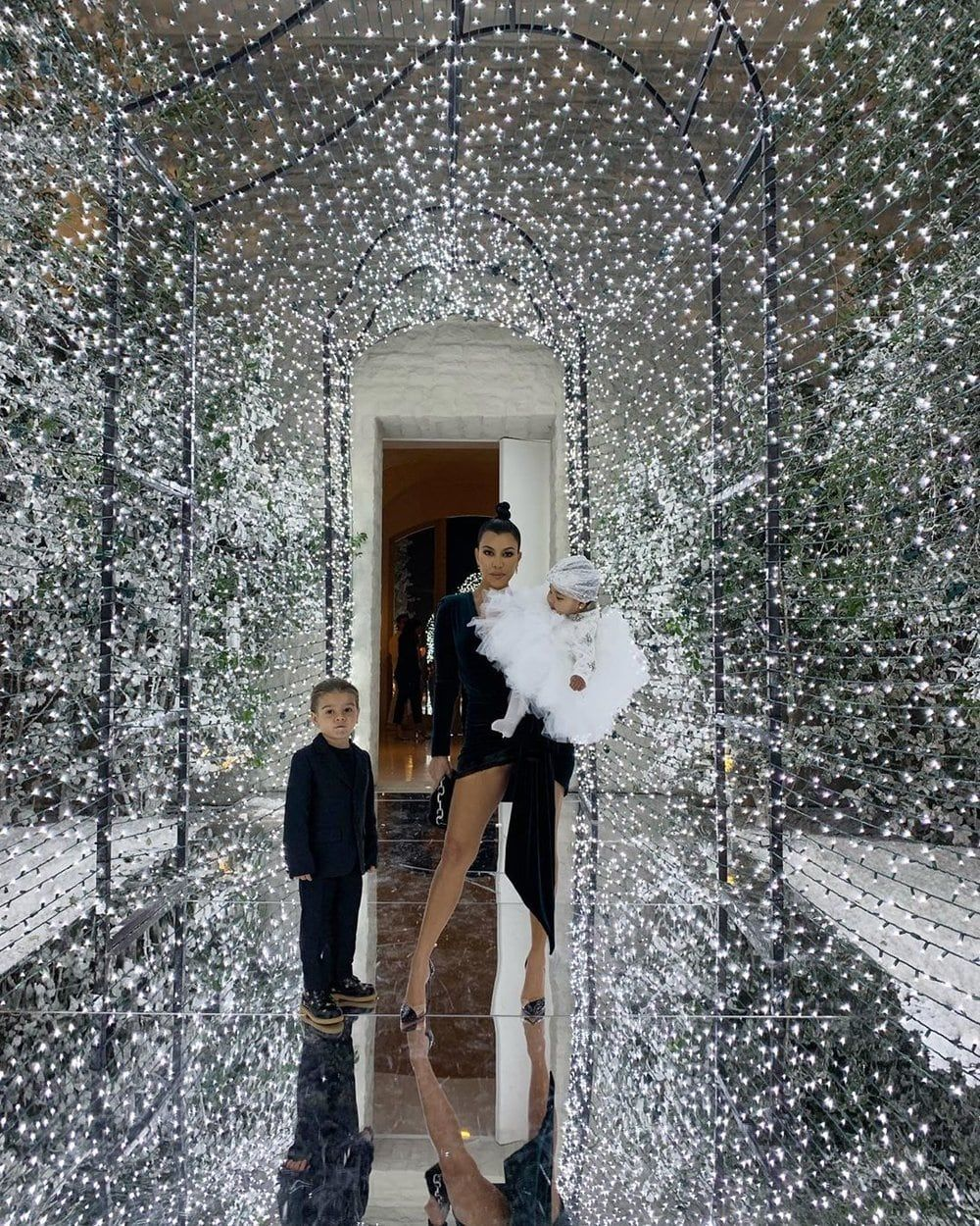 Kim Kardashian Christmas Party 2018.Kim Kardashian Hosts The Annual Kardashian Christmas Eve