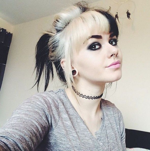 22 Trendy And Tasteful Two Tone Hairstyle You Ll Love Popular Haircuts Two Toned Hair Tone Hair Hair Styles