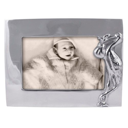 Celebrate the arrival of baby with a Mariposa frame.