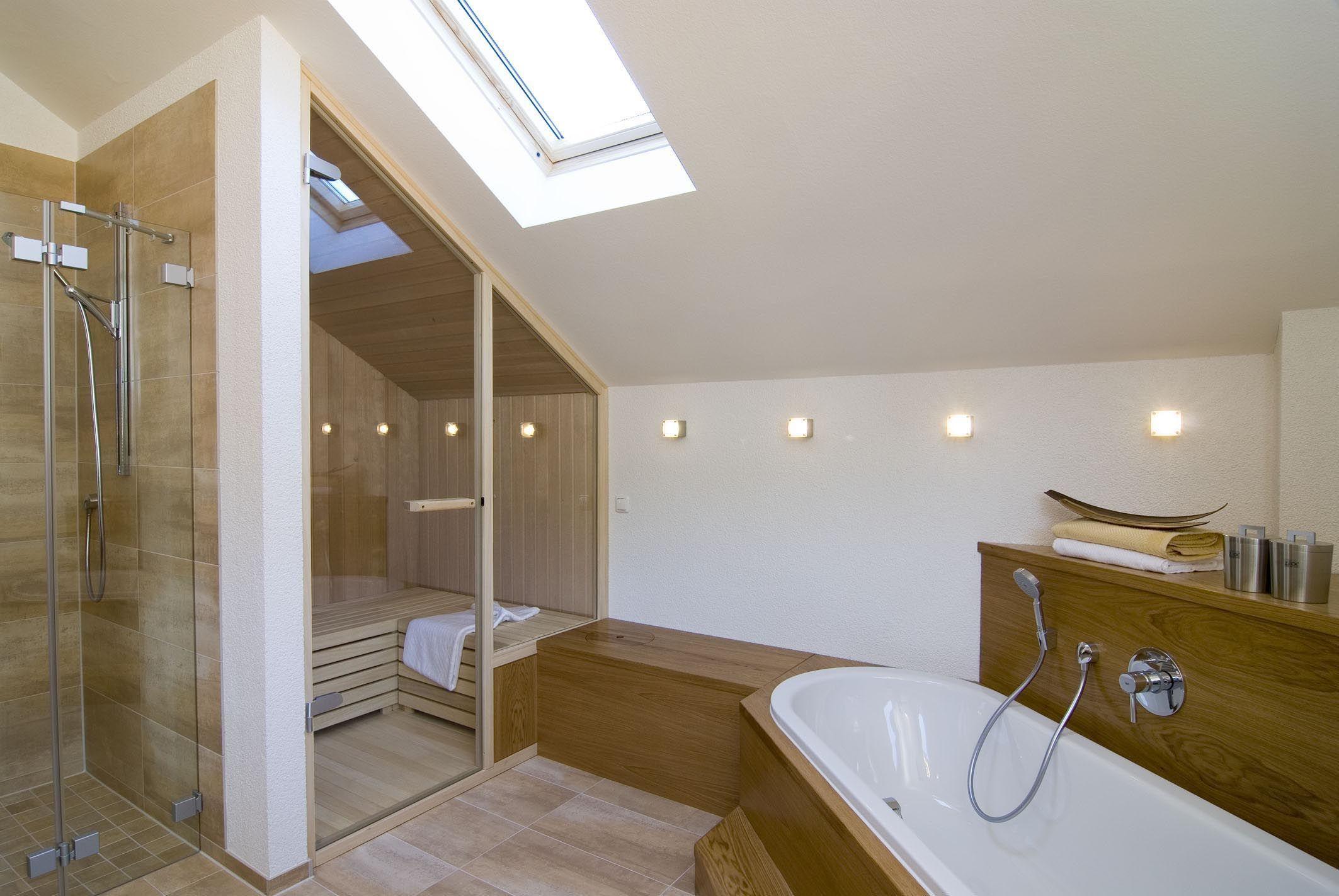 Badezimmer Mit Sauna Eckbadewanne Unter Dachschrage Bad Ideen Mit Holz Inneneinrichtung Fertighaus Design 168 Von Frammelsberg Home Bathroom Interior House