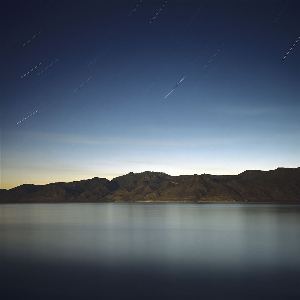 Meteor Across Mountain Lake Skyview iPad Air wallpaper