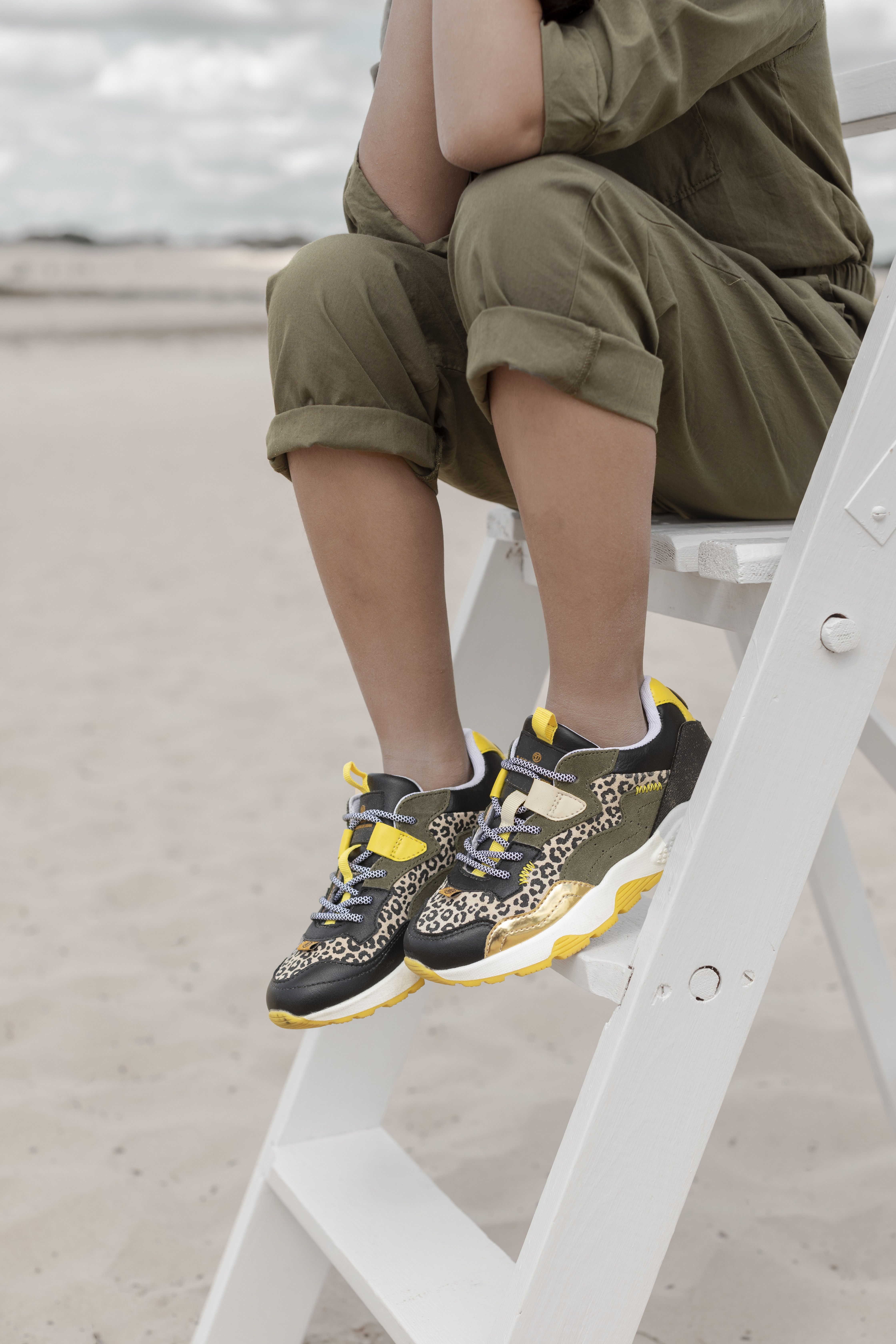Omoda Shoes Fall Winter 2020 Sneaker Kids Shoes Shoot Outfit Inspiration Mommy Blogger In 2020 Sneaker Vingino Suede