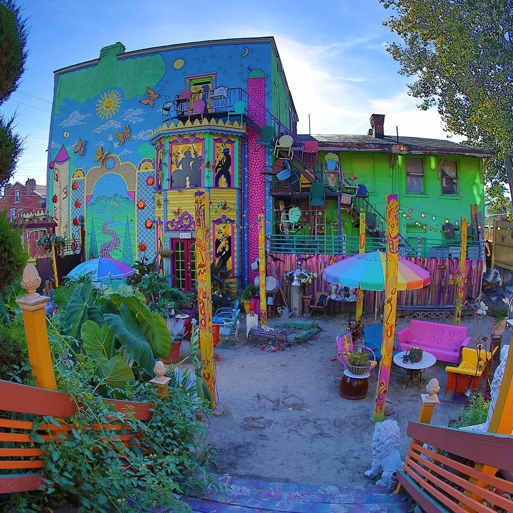 Places To Visit In Your 20s In America: The 20 Quirkiest Cities In America
