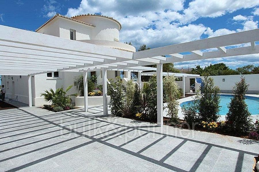 Modern luxury villa in first line for sale in Dénia - ID 5500370 - Real estate is our passion... www.bulk-partner.com