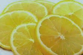 Se faire un peeling du visage avec du citron