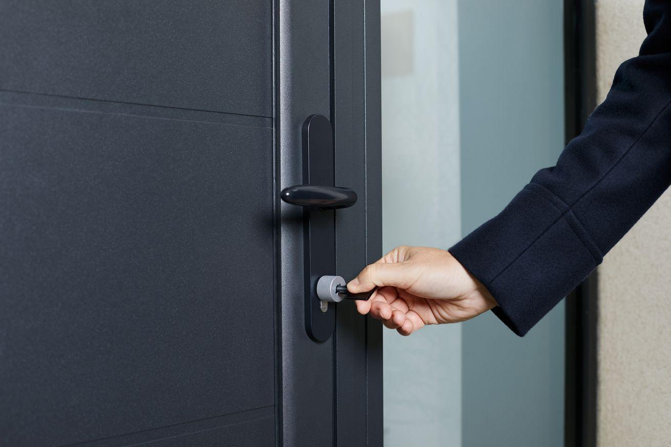 Netatmos Homekit Smart Lock Uses Physical Nfc Keys In 2020 Smart Door Locks Smart Lock Store Gift Cards