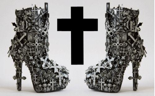 Cruz em Sapatos