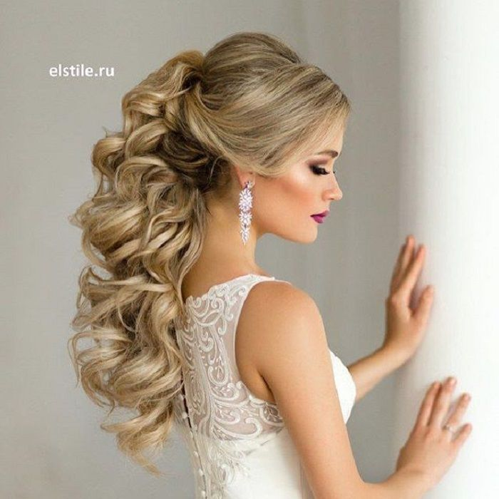 Half up half down wedding hairstyle #weddinghair #bridalhair #weddinghairstyles #bridalhairideas #weddinginspiration