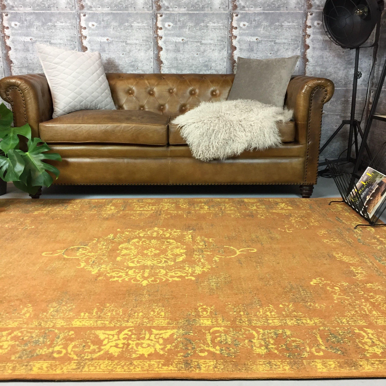 Dit chique vintage vloerkleed met een mooie gele oranje kleur geeft ...