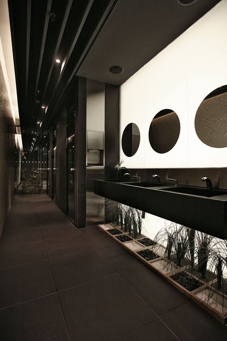 Radisson Hotel Lobby   By: Tanju Ozelginv Great Design