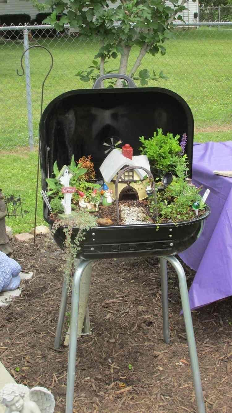 miniaturgarten in einem gartengrill anlegen | deko basteln