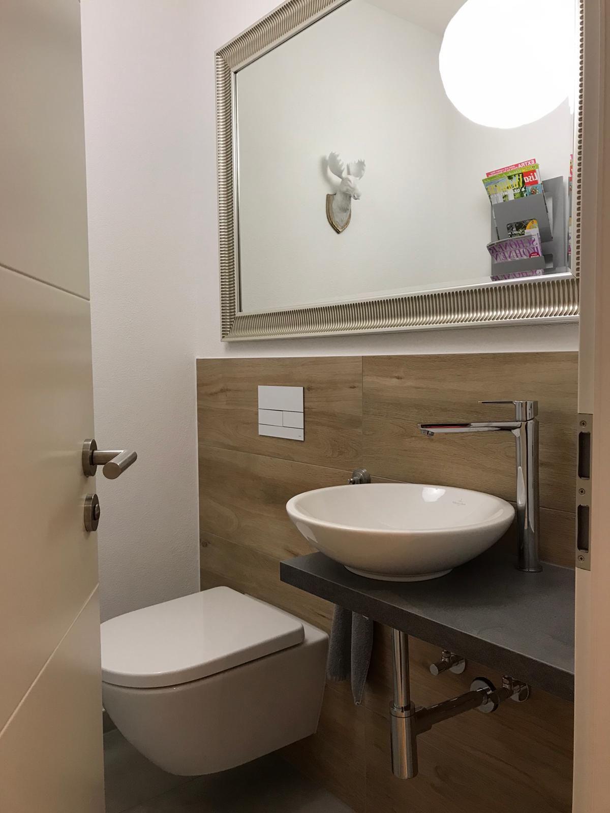 Gaste Toilette In 2020 Badezimmer Holzoptik Gaste Toilette Badezimmer Design