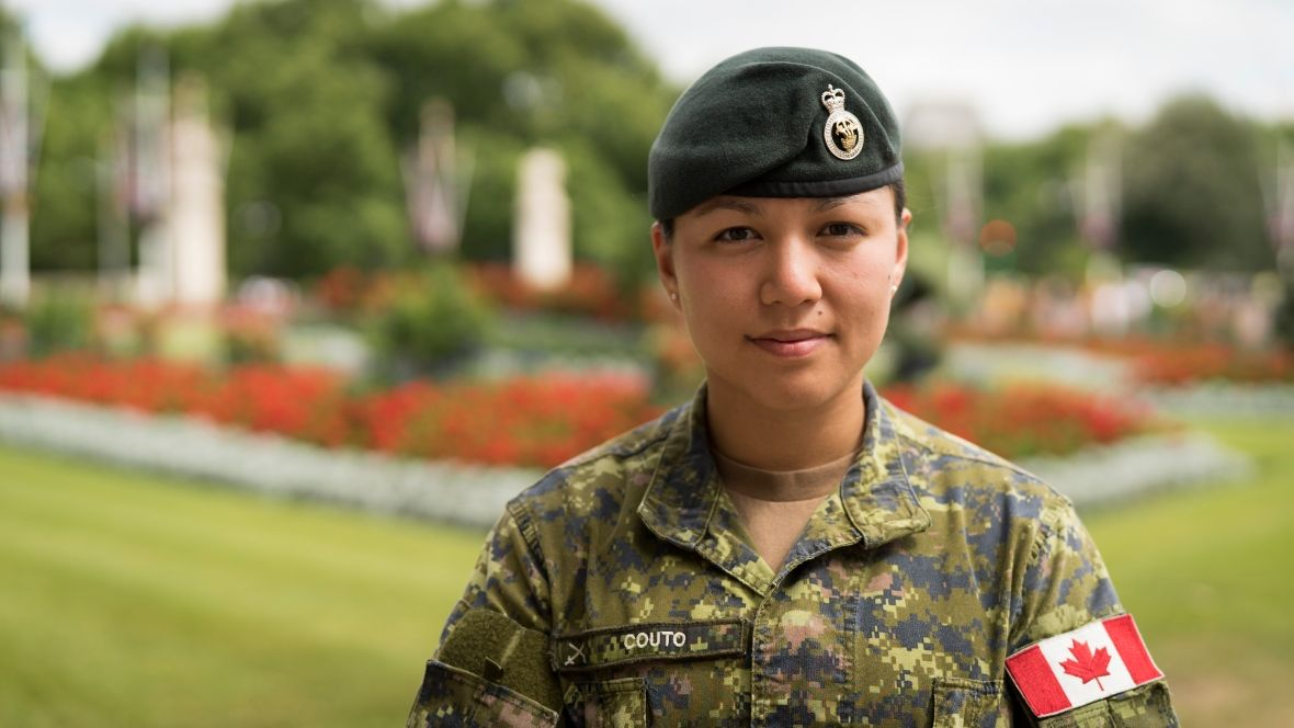 A Canadian Female Infantry Officer Will Command The Troops Guarding The Queen And Royal Residences In London Canadian Soldiers Canadian Military Canadian Army