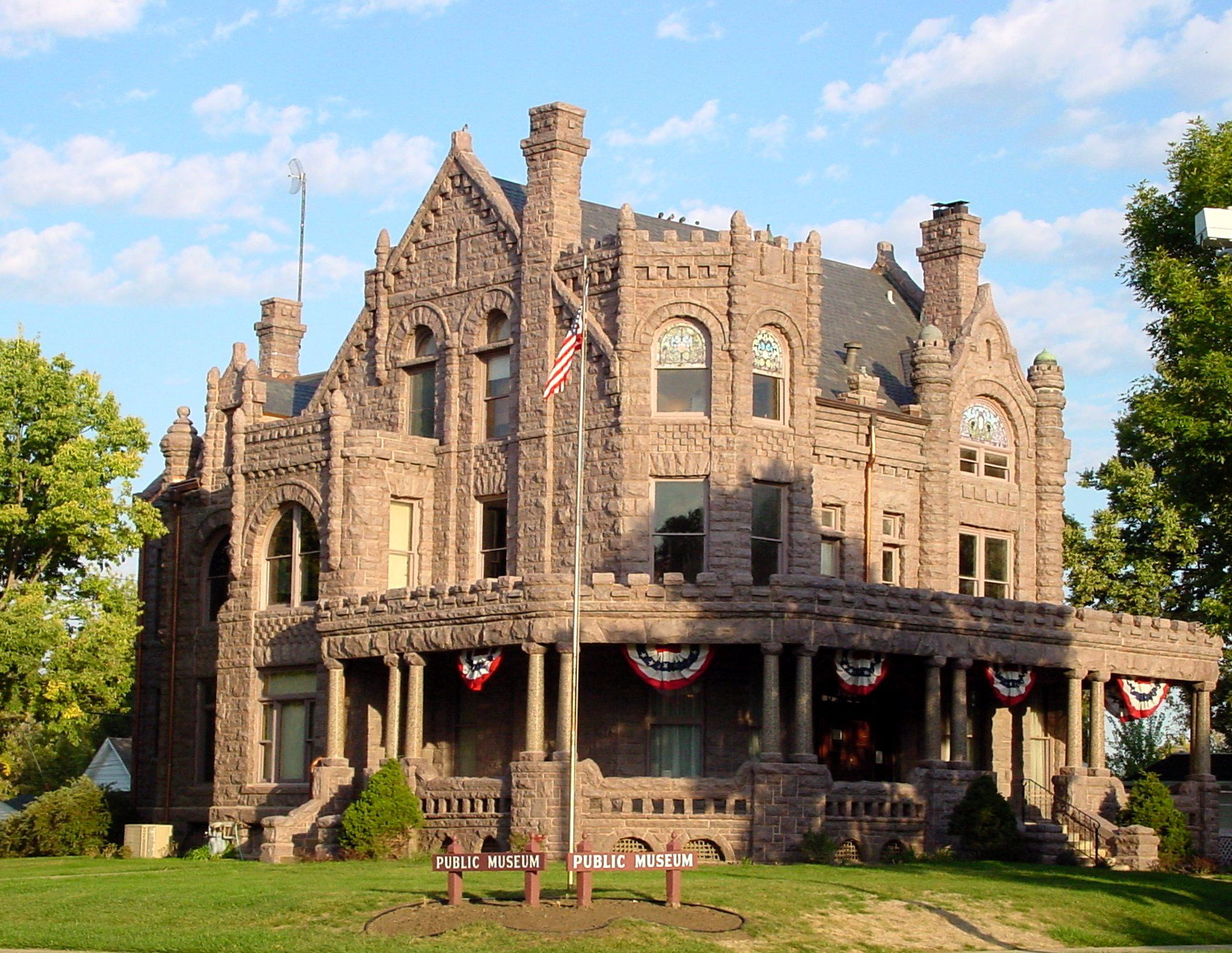 The John Pierce Mansion In Sioux City Iowa Served As The Sioux City Museum For Many Years Sioux City Iowa Iowa Travel Iowa Road Trip