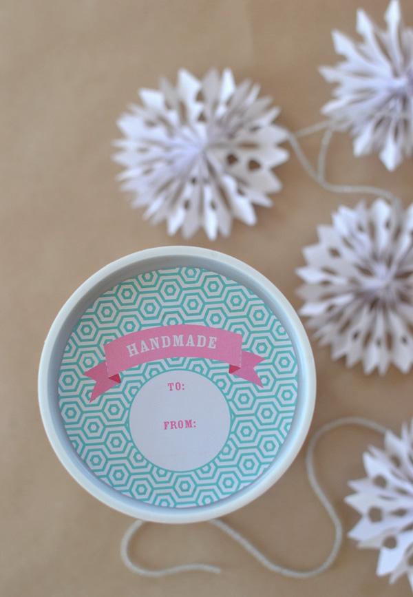 Handmade Holiday // Paper Snowflake Garland
