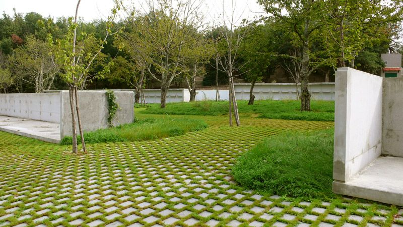 Laroque des alberes cemetery permeable pavers pav for Revetement sol exterieur permeable