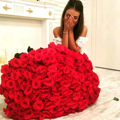 Pin By Ornella On Flowers 100 Red Roses Red Roses Red Rose Bouquet