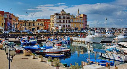 Pozzuoli, Naples, Italy- it was beyond cool to see this place in ...