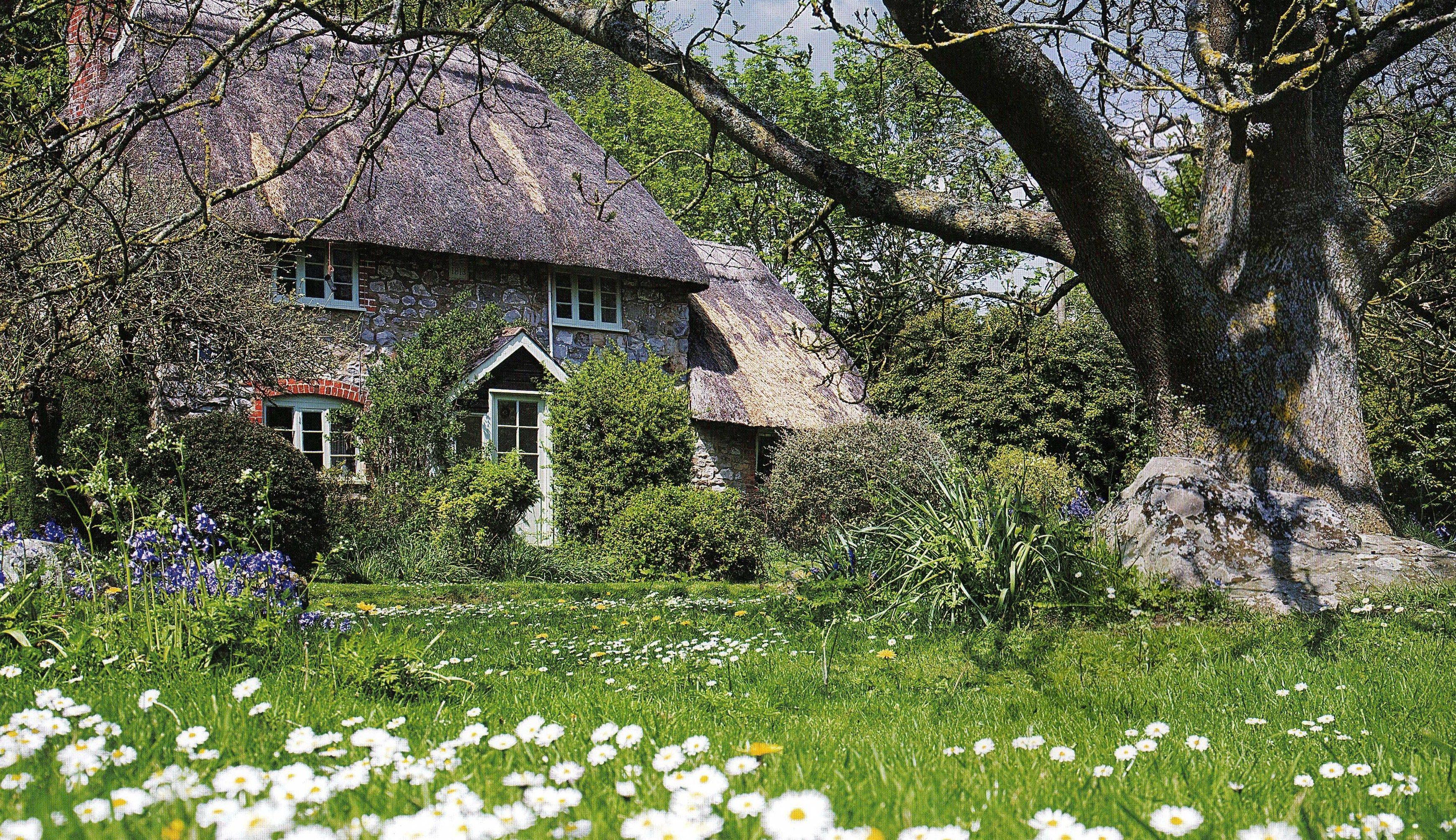 Traditional Thatched Cottage And Garden Village Of Lockeridge Marlborough Wiltshire Uk Photo By David Marlborough Wiltshire Marlborough Thatched Cottage