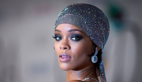 Rihanna, nouvelle égérie Dior Coiffure avec foulard