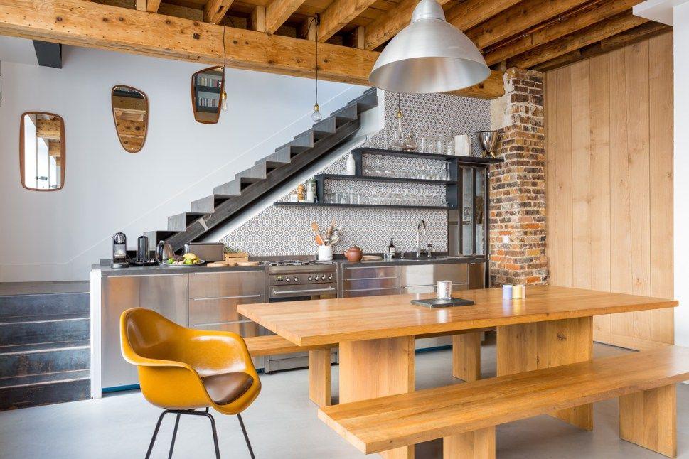 Una cocina bajo la escalera arquitectura pinterest for Barra bajo escalera