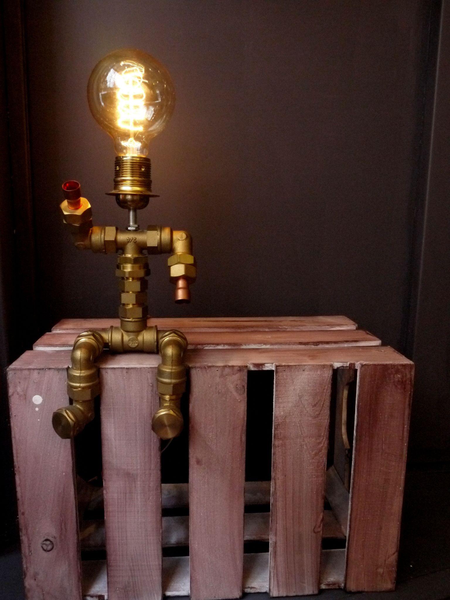 Ampoule vintage  filaments sur une création le I Robot de