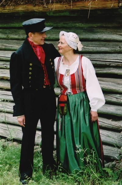 Härmä-Isokyrön kansallispuku eli Etelä-Pohjanmaan kansallispuku. Folk costume of Härmä-Isokyrö, otherwise known as Etelä-Pohjanmaa's or Southern Ostrobothnia's folk costume.