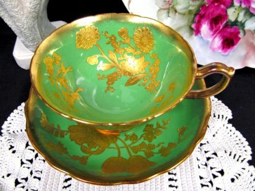 HAMMERSLEY-TEA-CUP-AND-SAUCER-GREEN-amp-RAISED-24KT-GOLD-FLORAL-PATTERN-TEACUP