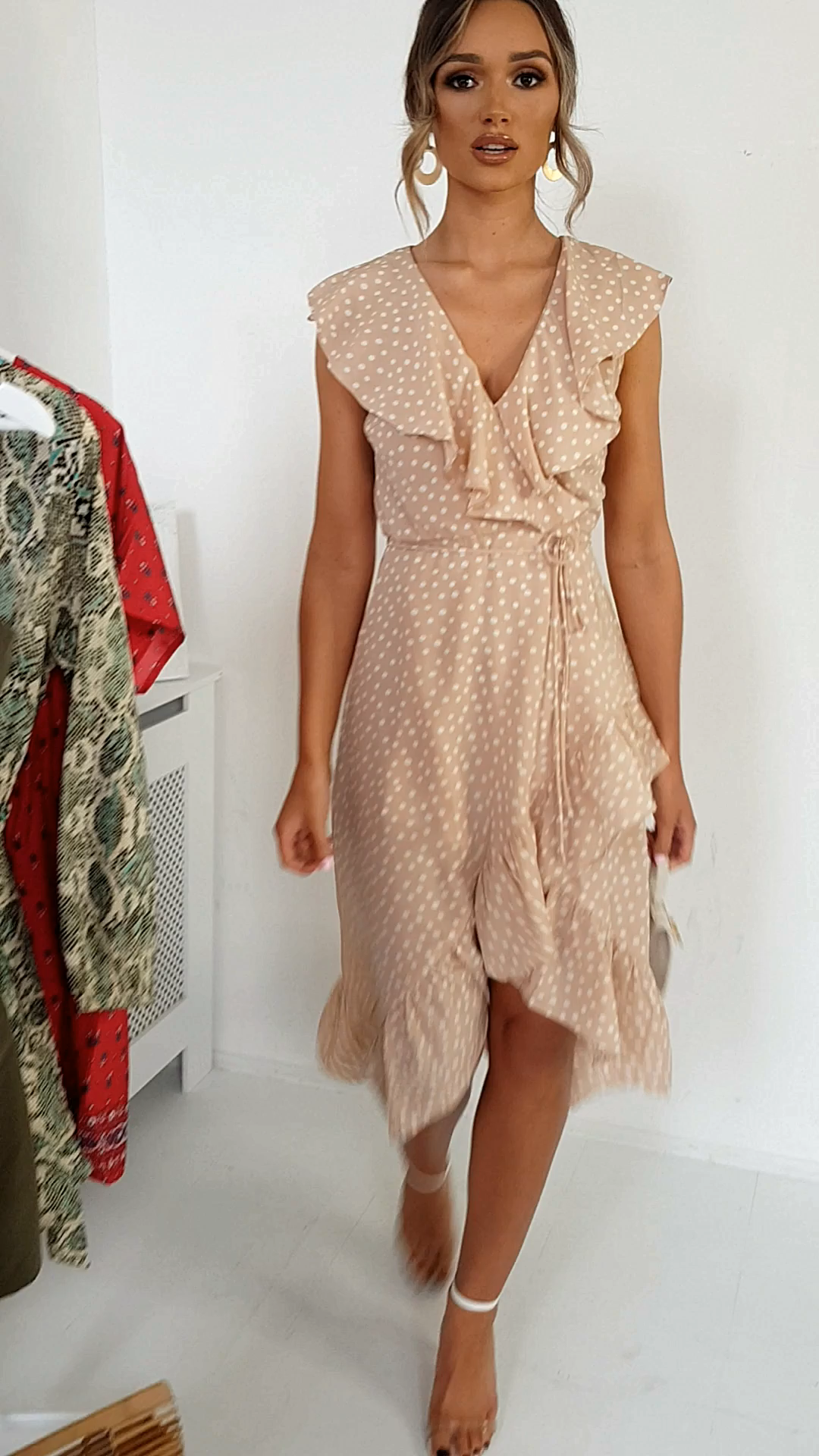 Wrapdress In 2020 Elegant Summer Dresses Dot Dress Outfit Floaty Summer Dresses
