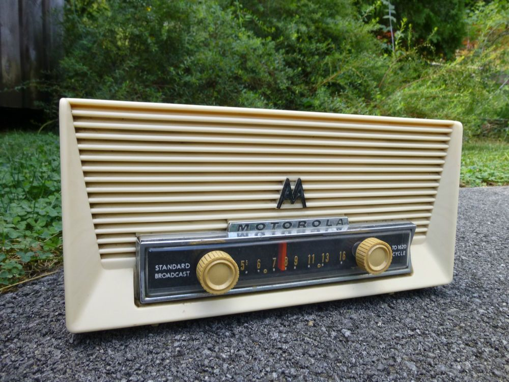 Vintage Motorola 57X 2 Golden Voice Volumatic Tube Radio