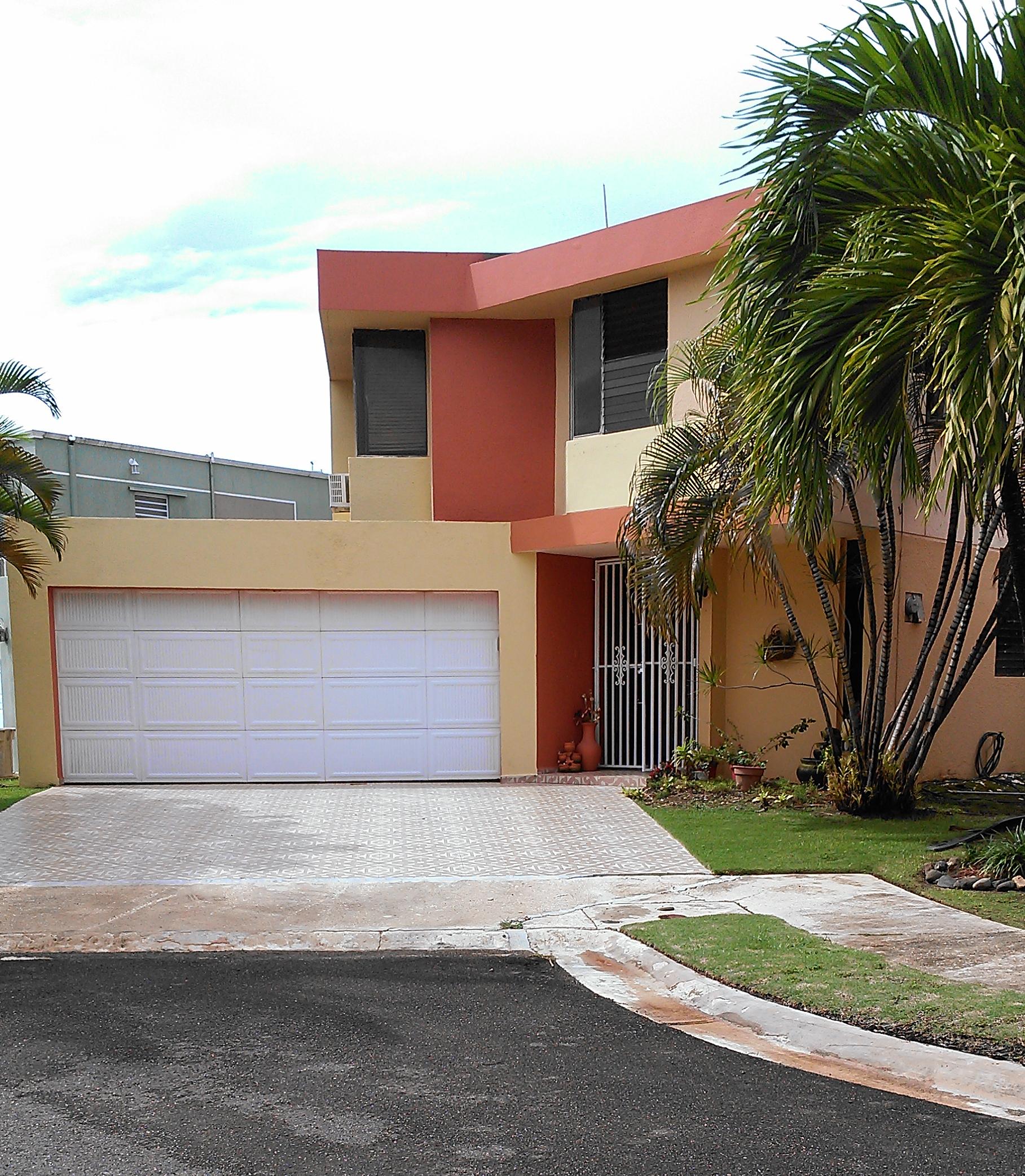 Casa de esquina para alquiler con piscina jacuzzi 4h 3 for Casas con piscina barcelona alquiler