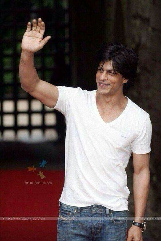 Pin by ♡ on King Khan ♡ Shahrukh khan, Bollywood actors