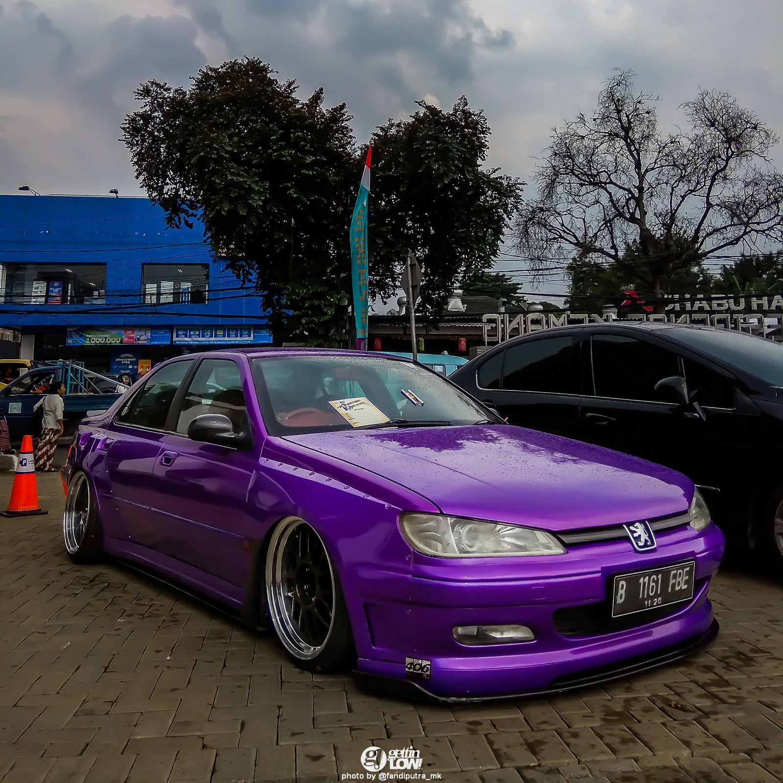 Bagged Peugeot 406 At French Automobile Meetup 2017