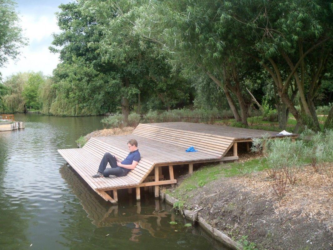Vlonderbank aan het water