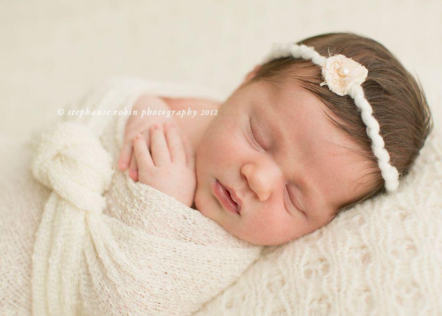 Newborn posing natural 4