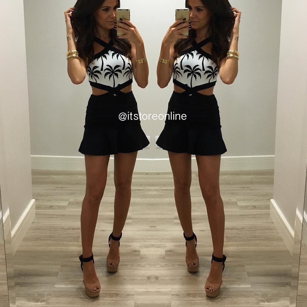 """IT STORE no Instagram: """"IT LOOK  Body COQUEIROS 160,00 Saia BASICAT 145,00 ♥️♥️♥️Body em Lima tbm! Saia tbm em Off! #itstore #itstoreonline Compras através do www.itstoreonline.com.br"""""""
