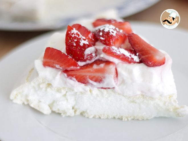 Pavlova with strawberries - Video recipe !