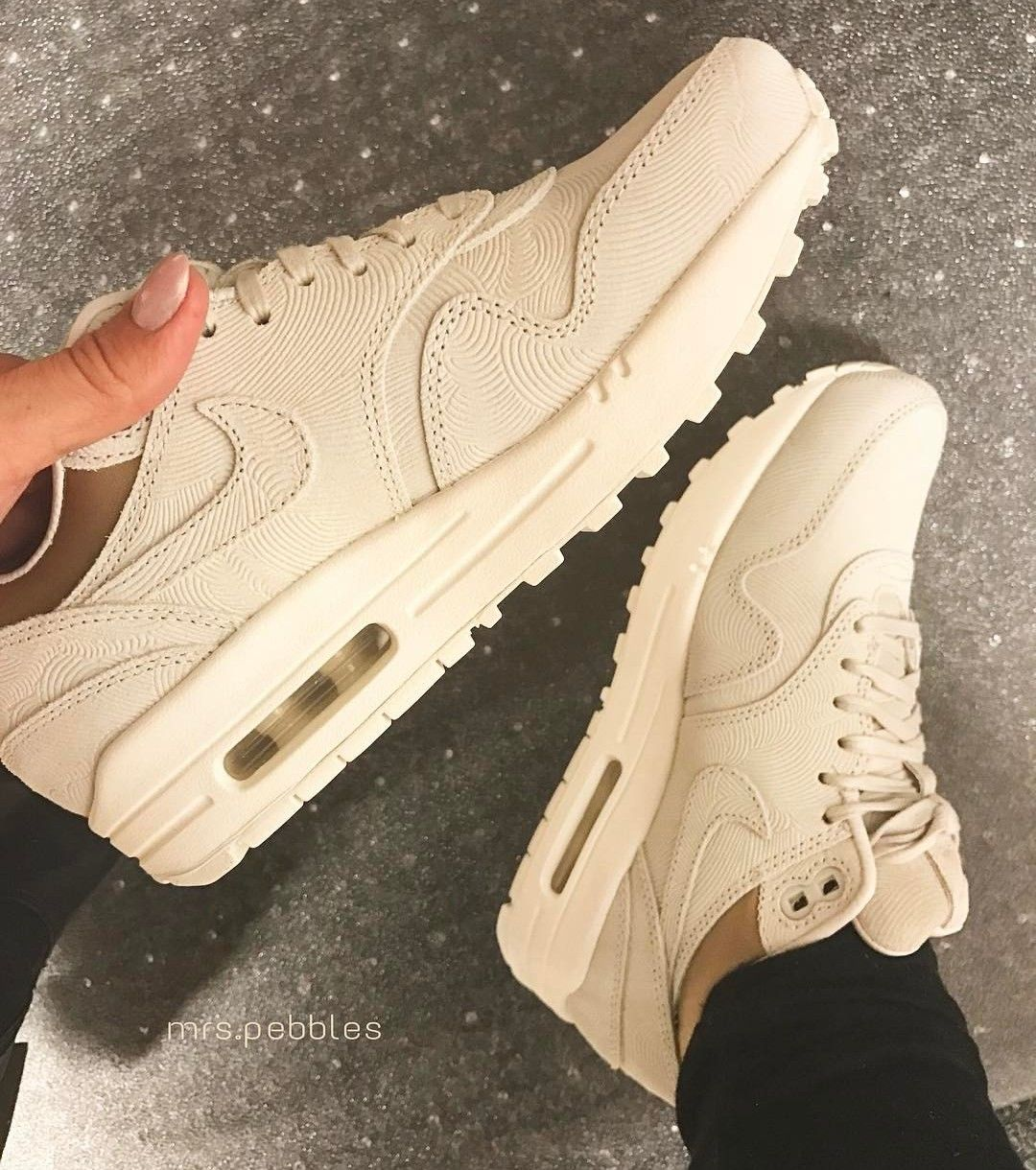 Nike Air Max One in beige/hellbraun // Foto: mrs.pebbles ...