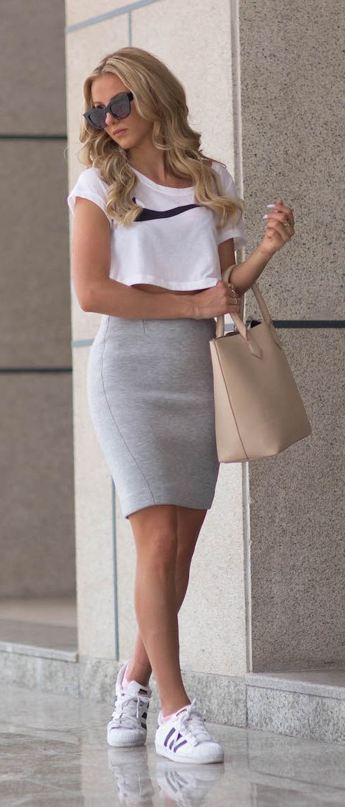 huge discount 1cbec 9001f Sendi Skopljak is wearing a white crop top from Nike, grey skirt from Gina  Tricot, shoes from Adidas and the tan bag is from Bershka