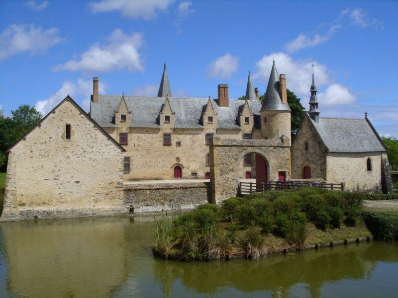 Credit L Favereau Haute Cour Du Chateau Du Bois Orcan Ensemble