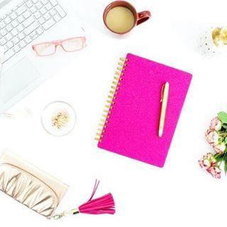 Tilaa Calm & Sparkleuutiskrje verkkokaupan etusivulta ja lataa ilmainen opas rennompaan ja stressittömämpään elämään! 🌟  Inspiroivia hetkiä!  #uutiskirje #inspiraatiota #hidasta #voihyvin #stressi
