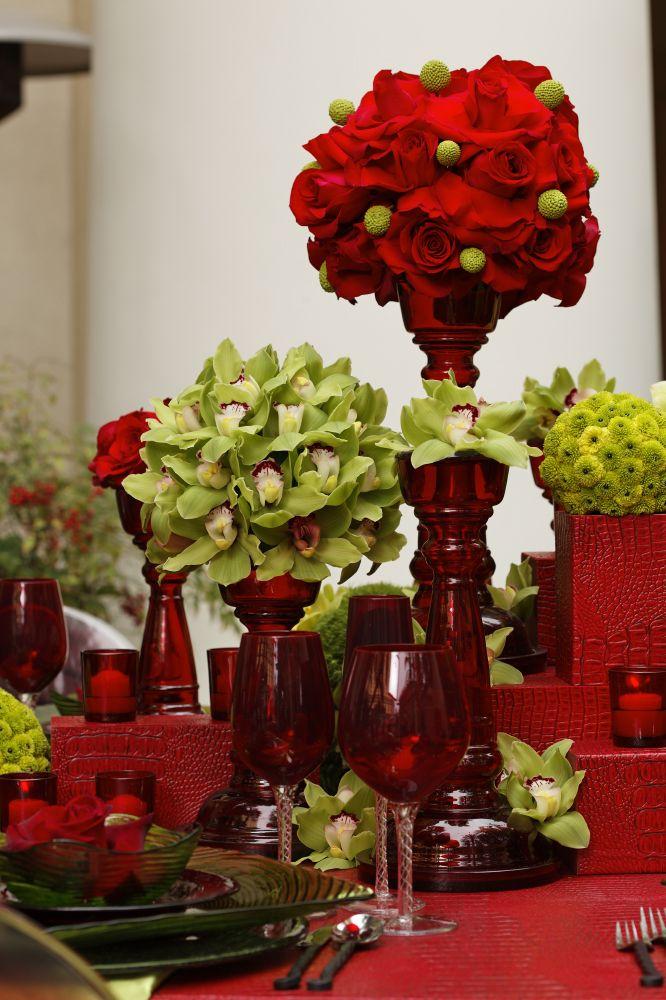 Resultado de imagem para decoração de casamento no Natal com flores em vermelho e verde